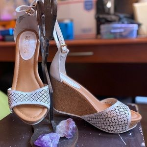 Beautiful Kenneth Cole Reaction Cork Wedges!